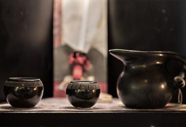 Cherokee art three black pots 0