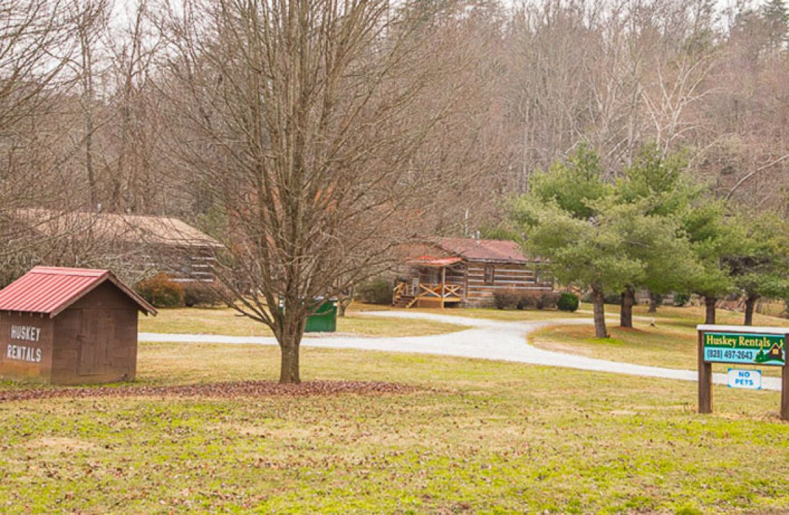 Huskey cabin rentals cherokee nc for Indian bear lodge cabins
