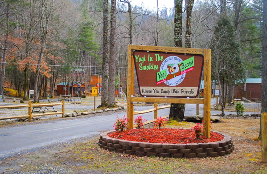 Yogi in the smokies cherokee nc for Indian bear lodge cabins
